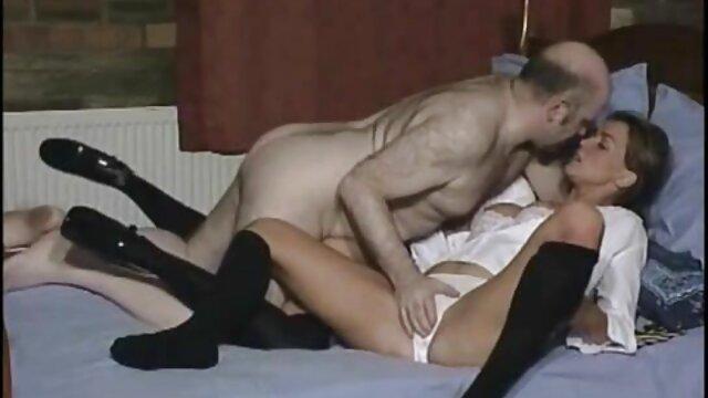 مرد با کوس مصنوعی سکسی استفاده از روغن برای رابطه جنسی با چاق و چله آنجلا لباس سفید